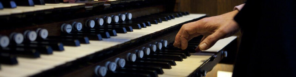 Hands playing the organ